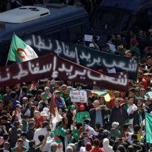Algérie : Les étudiants associés aux médecins et à la plate-forme pour le changement du pays demandent la démission de Bouteflika