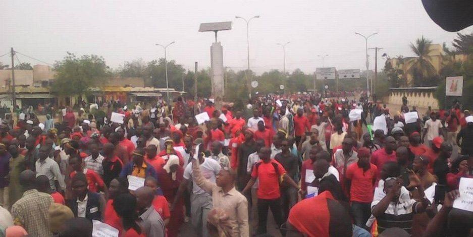 Dans les rues hier : « Les enseignants réclament leur dû » !