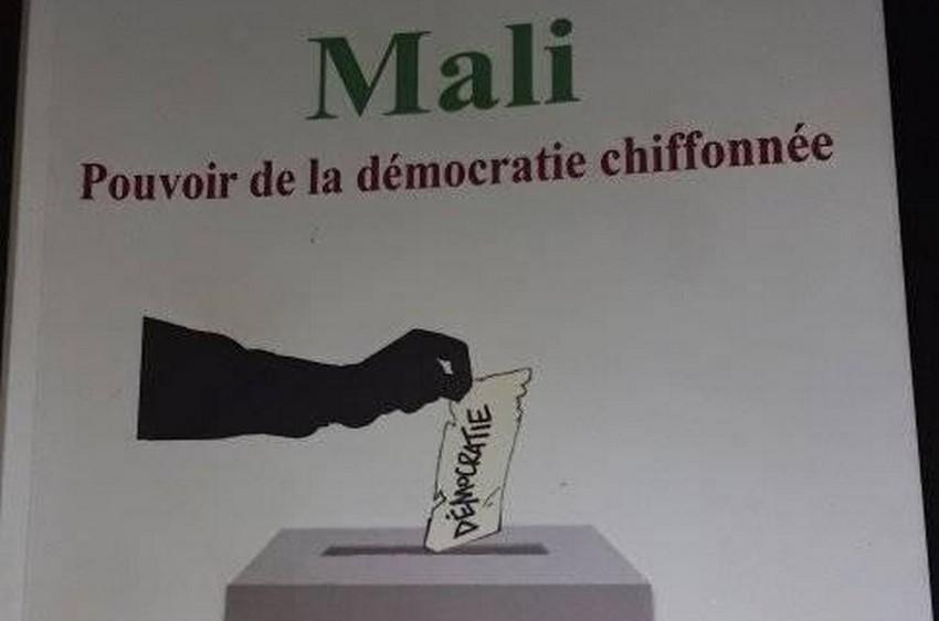 « Mali, Pouvoir de la démocratie chiffonnée », un livre pour comprendre les maux de la démocratie malienne