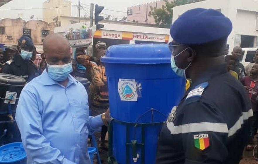 Lutte contre la Covid-19 : La protection civile du Mali offre 42000 masques et 400 kits de lavages des mains aux acteurs des marchés