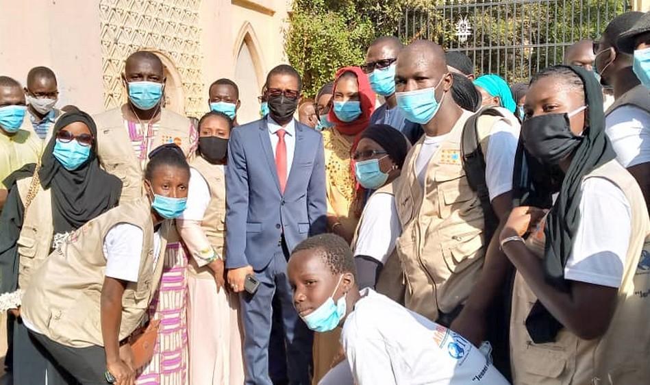 « Opération 31 décembre sans covid-19 » : Des Bamakois sensibilisés et des masques largement distribués par « consortium riposte des jeunes contre la covid-19 » !